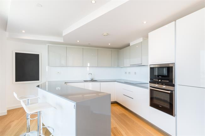 £4,311  per Calendar Month (Calculated), 3 Bedroom Penthouse To Rent in London, N1C