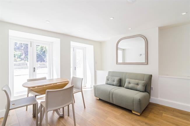 £1,950  per Calendar Month (Calculated), 1 Bedroom Flat To Rent in London, N1