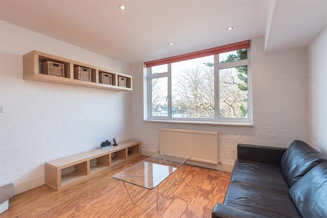£2,101  per Calendar Month (Calculated), 1 Bedroom Duplex Apartment To Rent in London, N1