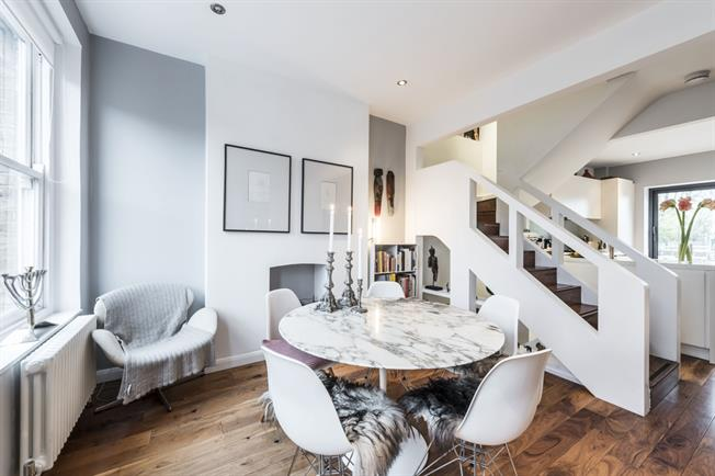 £5,178  per Calendar Month (Calculated), 3 Bedroom Maisonette To Rent in London, N1