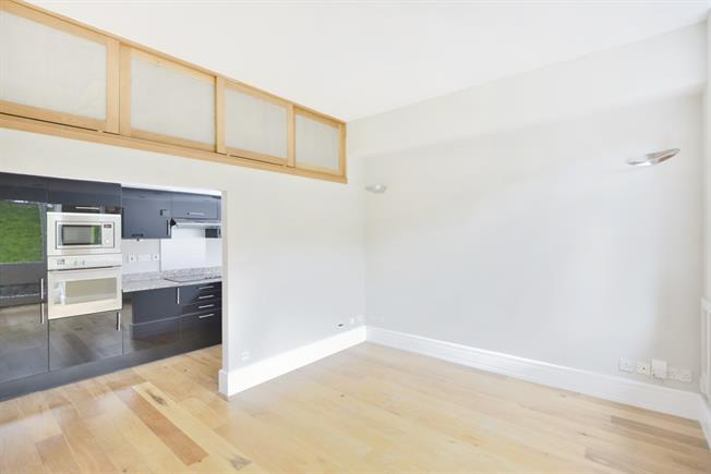 £2,383  per Calendar Month (Calculated), 2 Bedroom Flat To Rent in London, EC1R