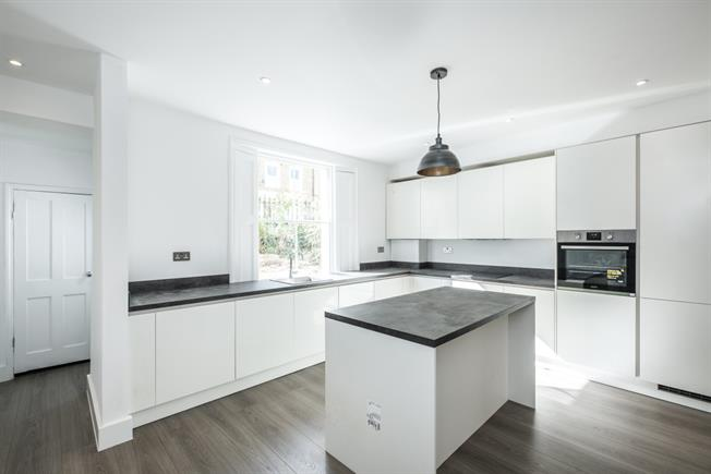 £4,550  per Calendar Month (Calculated), 3 Bedroom House To Rent in London, N1