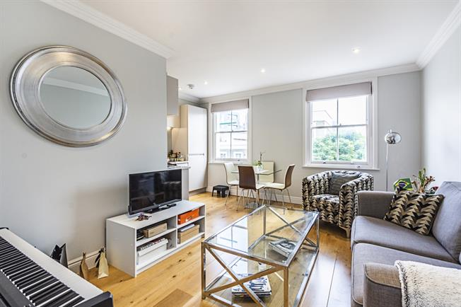 £2,795  per Calendar Month (Calculated), 3 Bedroom Flat To Rent in London, N7