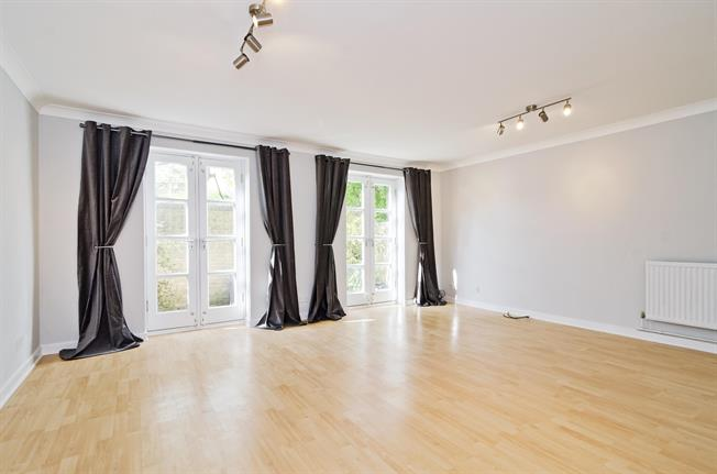 £3,141  per Calendar Month (Calculated), 3 Bedroom Mews House To Rent in London, N1