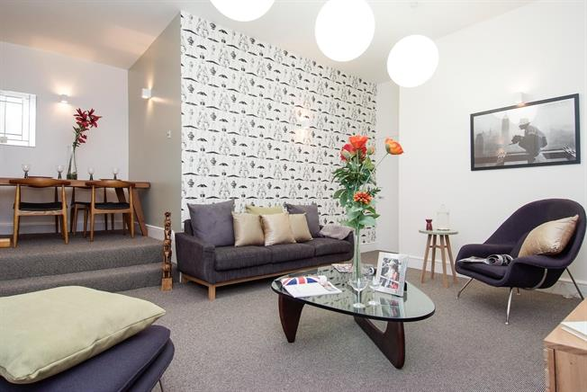 £2,990  per Calendar Month (Calculated), 2 Bedroom Flat To Rent in London, W8