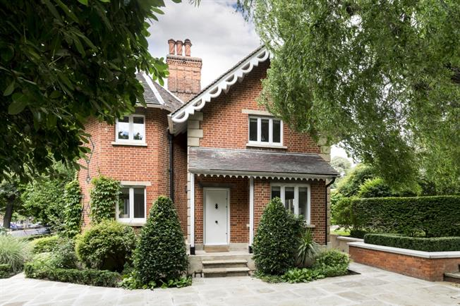 £7,800  per Calendar Month (Calculated), 3 Bedroom House To Rent in London, W14