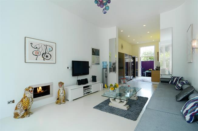 £10,400  per Calendar Month (Calculated), 4 Bedroom Flat To Rent in London, W8