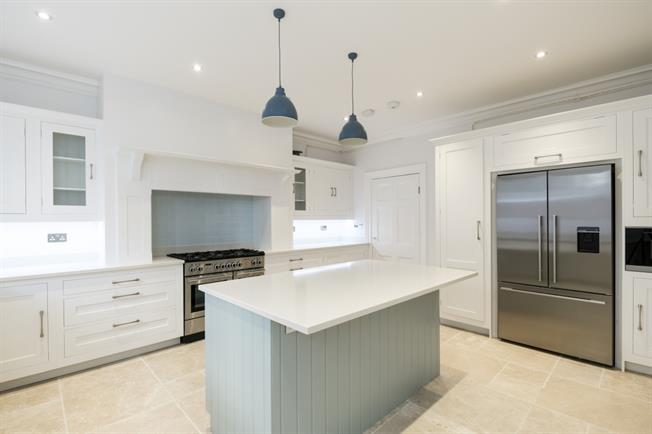 £7,583  per Calendar Month (Calculated), 4 Bedroom Apartment To Rent in London, W8