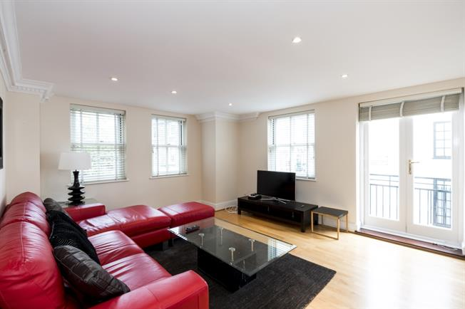 £5,850  per Calendar Month (Calculated), 3 Bedroom Flat To Rent in London, W8