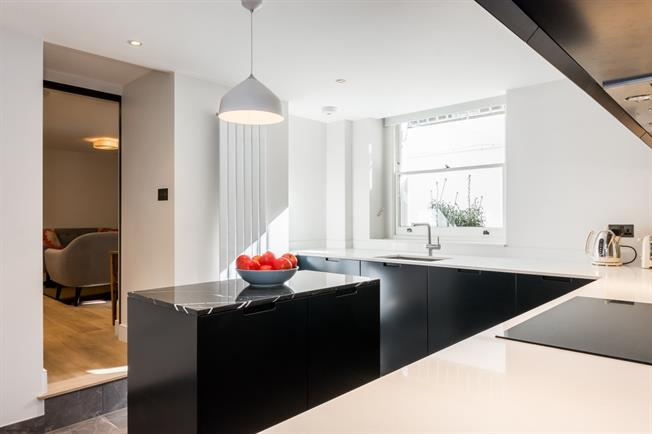 £3,497  per Calendar Month (Calculated), 2 Bedroom Flat To Rent in London, W8