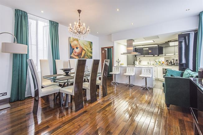 £4,749  per Calendar Month (Calculated), 3 Bedroom Flat To Rent in London, W8