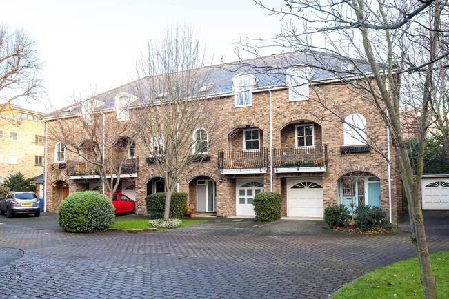 £4,983  per Calendar Month (Calculated), 4 Bedroom Terraced House To Rent in London, W6