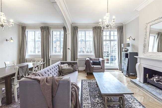 £7,800  per Calendar Month (Calculated), 4 Bedroom Flat To Rent in London, W8