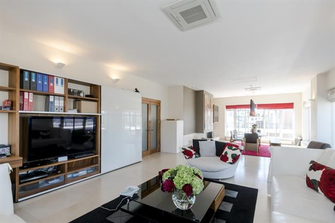 £10,833  per Calendar Month (Calculated), 3 Bedroom Penthouse To Rent in London, W8