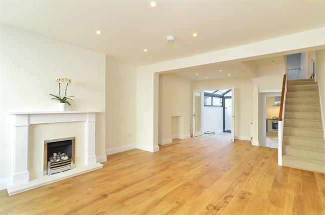 £4,983  per Calendar Month (Calculated), 4 Bedroom House To Rent in London, W8