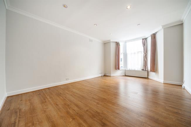 £2,708  per Calendar Month (Calculated), 2 Bedroom Flat To Rent in London, W8