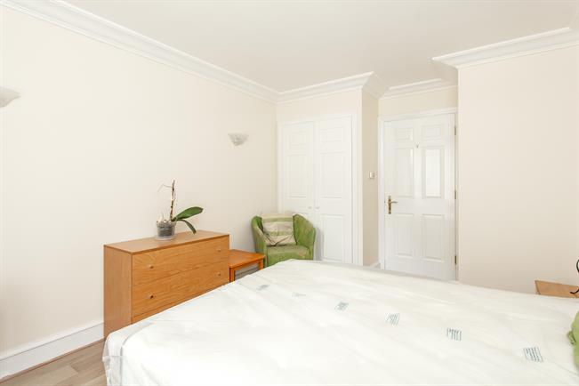 £2,058  per Calendar Month (Calculated), 1 Bedroom Apartment To Rent in London, W8