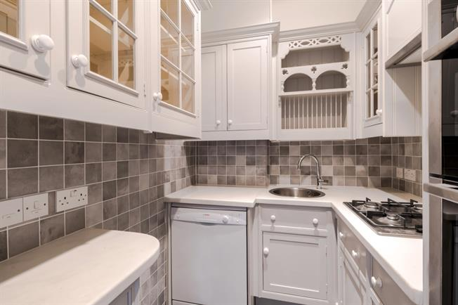 £2,816  per Calendar Month (Calculated), 1 Bedroom Flat To Rent in London, W8