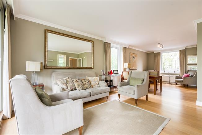 £5,178  per Calendar Month (Calculated), 3 Bedroom Flat To Rent in London, W8