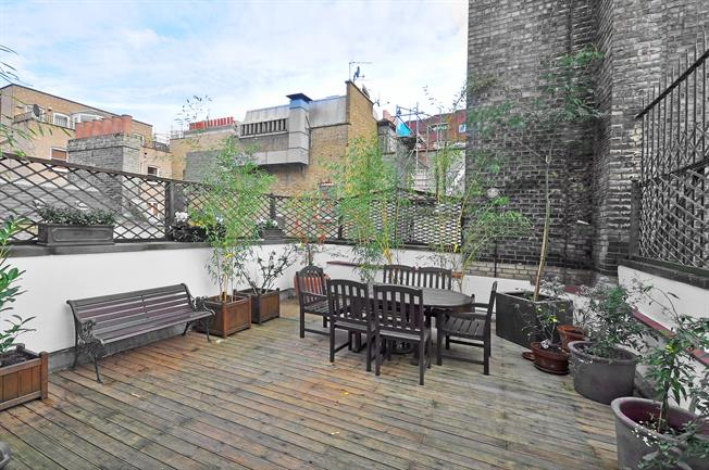 £3,878  per Calendar Month (Calculated), 2 Bedroom Flat To Rent in London, W8
