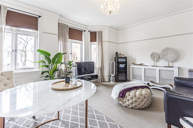 £2,925  per Calendar Month (Calculated), 2 Bedroom Flat To Rent in London, W8