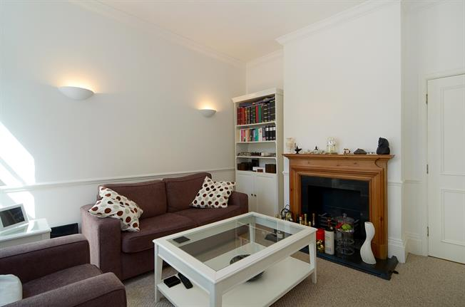 £2,383  per Calendar Month (Calculated), 2 Bedroom Flat To Rent in London, W8