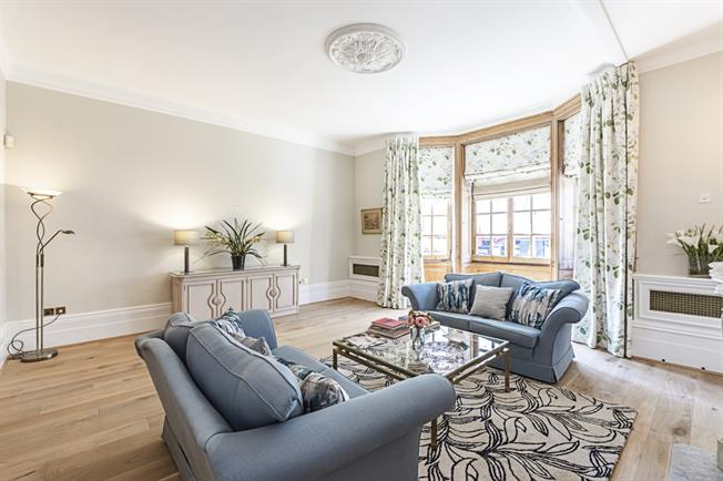 £7,366  per Calendar Month (Calculated), 3 Bedroom Duplex Apartment To Rent in London, SW7