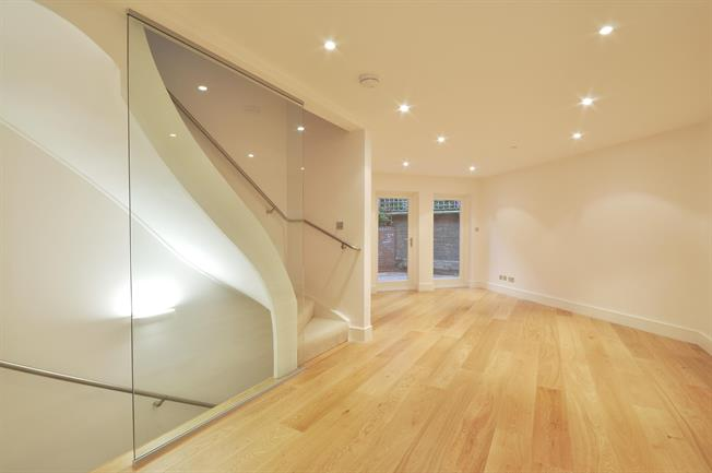 £5,416  per Calendar Month (Calculated), 3 Bedroom Mews House To Rent in London, W8