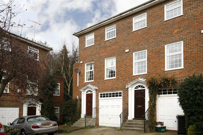 £2,950 per Calendar Month, 4 Bedroom Town House To Rent in Kingston upon Thames, KT2