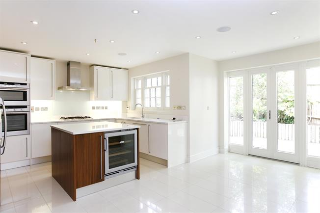 £5,850 per Calendar Month, 5 Bedroom Detached House To Rent in Kingston upon Thames, KT2
