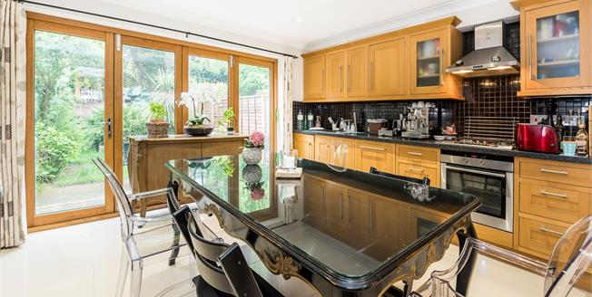 £2,400 per Calendar Month, 4 Bedroom Town House To Rent in Kingston upon Thames, KT2