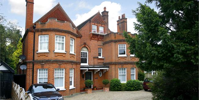 £1,600 per Calendar Month, 2 Bedroom Flat To Rent in Surbiton, KT6