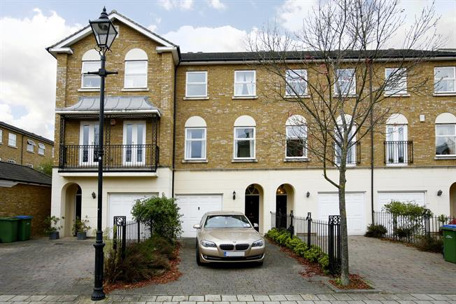 £2,400 per Calendar Month, 4 Bedroom Town House To Rent in Long Ditton, KT6