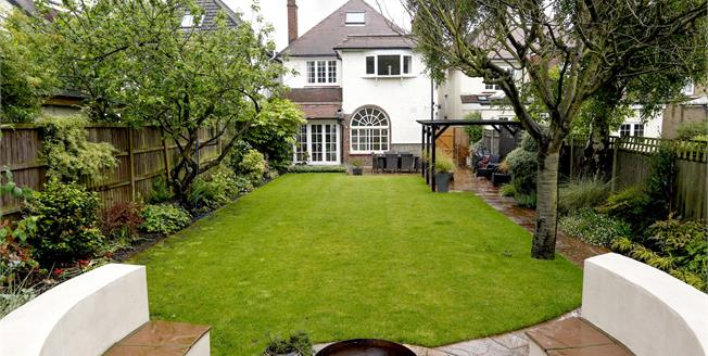 £3,250 per Calendar Month, 6 Bedroom House To Rent in Surbiton, KT5