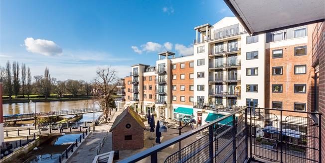 £2,300 per Calendar Month, 2 Bedroom Flat To Rent in Kingston upon Thames, KT1