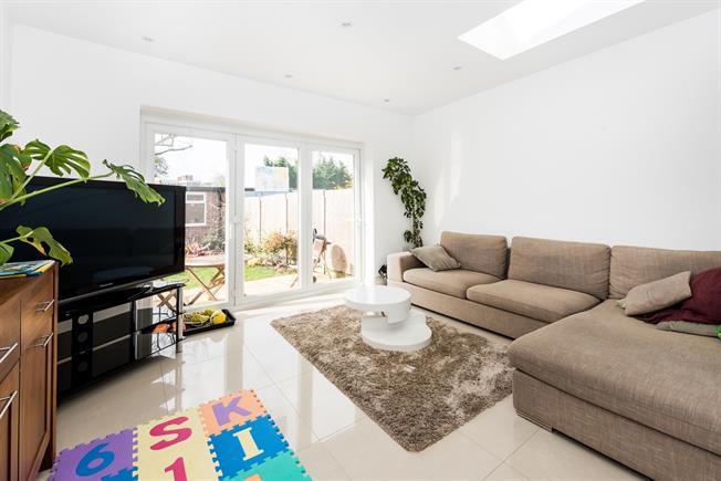 £2,350 per Calendar Month, 4 Bedroom Terraced House To Rent in New Malden, KT3