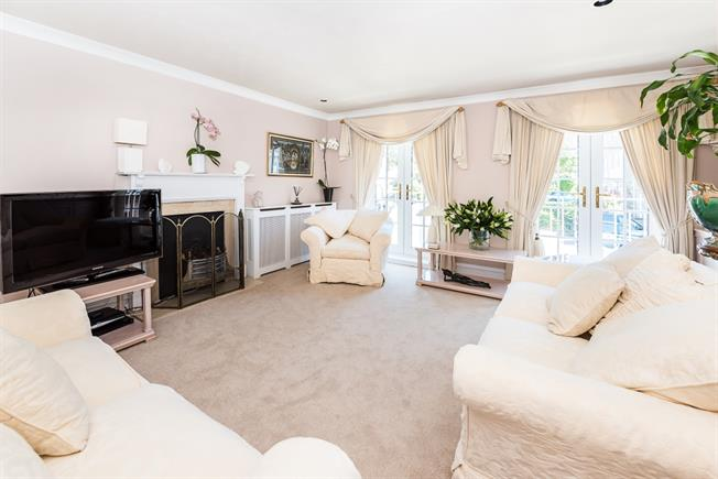 £2,200 per Calendar Month, 4 Bedroom Town House To Rent in Surbiton, KT6
