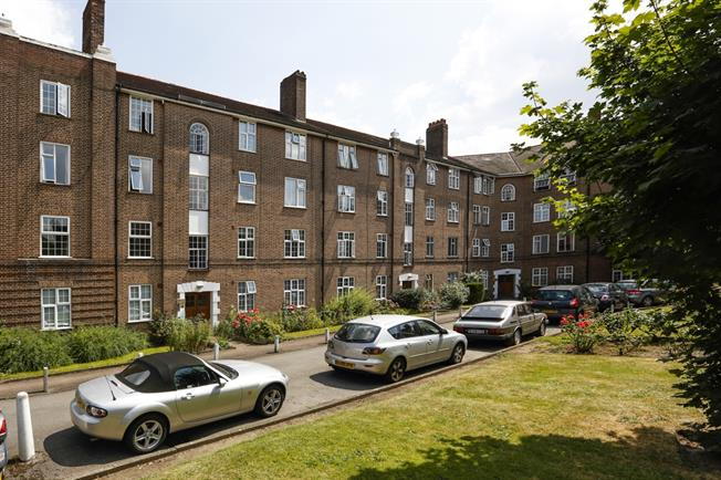 £1,550 per Calendar Month, 2 Bedroom Flat To Rent in Kingston upon Thames, KT2