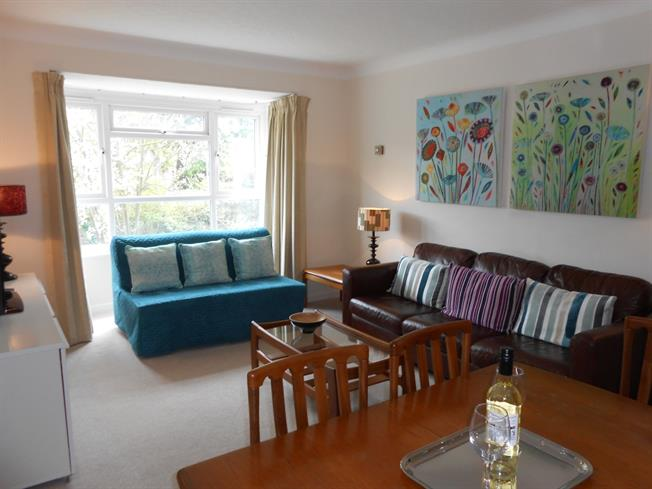 £4,073  per Calendar Month (Calculated), 2 Bedroom Flat To Rent in Surbiton, KT6