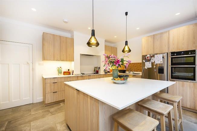 £5,000 per Calendar Month, 5 Bedroom Detached House To Rent in Kingston upon Thames, KT2