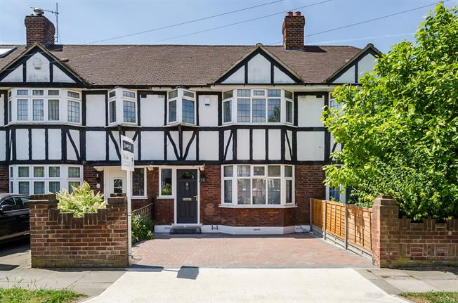 £1,900 per Calendar Month, 3 Bedroom Terraced House To Rent in Kingston upon Thames, KT1