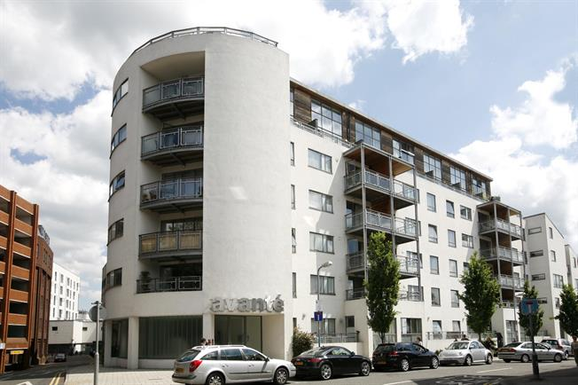 £1,550 per Calendar Month, 2 Bedroom Apartment To Rent in Kingston Upon Thames, KT1