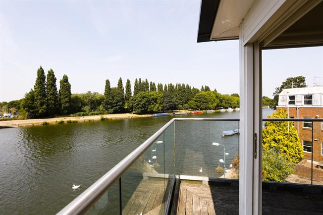 £2,250 per Calendar Month, 3 Bedroom Apartment To Rent in Kingston upon Thames, KT1
