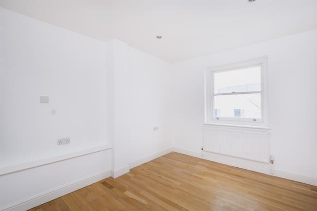 £1,400 per Calendar Month, 2 Bedroom Apartment To Rent in Surbiton, KT5
