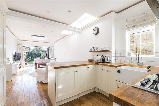 £2,300 per Calendar Month, 3 Bedroom Semi Detached House To Rent in Kingston upon Thames, KT2