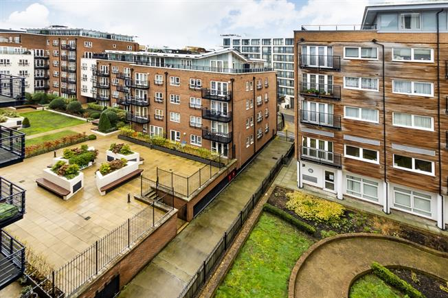 £1,700 per Calendar Month, 2 Bedroom Apartment To Rent in Kingston upon Thames, KT2