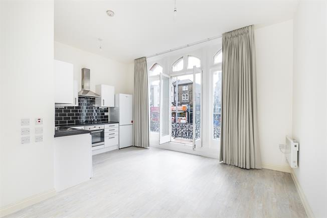£895 per Calendar Month, Apartment To Rent in Kingston upon Thames, KT2
