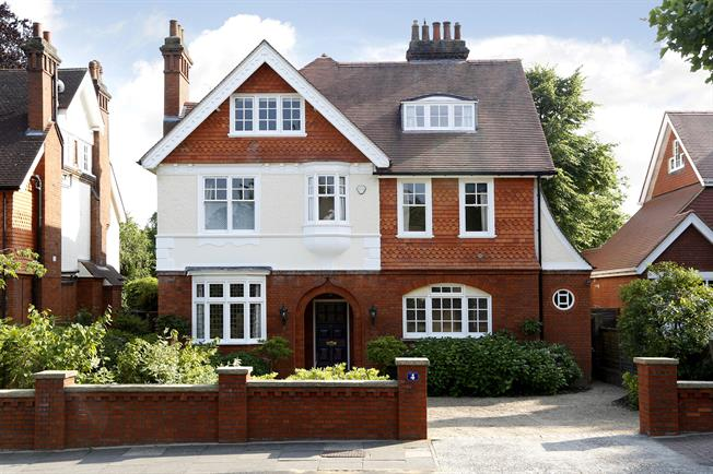 £4,950 per Calendar Month, 6 Bedroom Detached House To Rent in Surbiton, KT6
