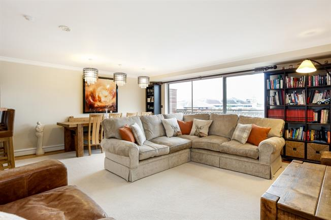 £2,495 per Calendar Month, 3 Bedroom Apartment To Rent in Kingston upon Thames, KT1