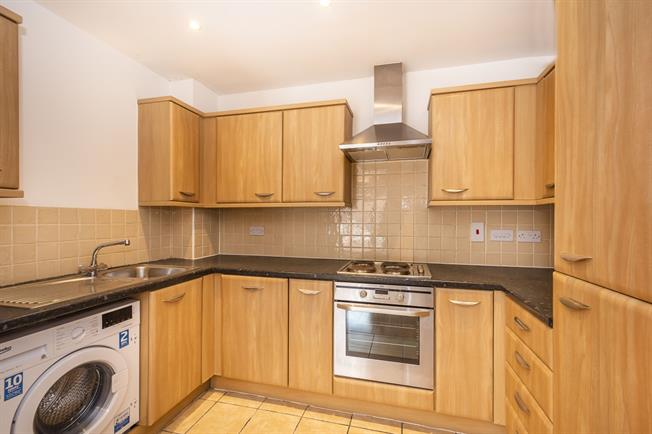 £1,175 per Calendar Month, 1 Bedroom Apartment To Rent in Kingston upon Thames, KT2